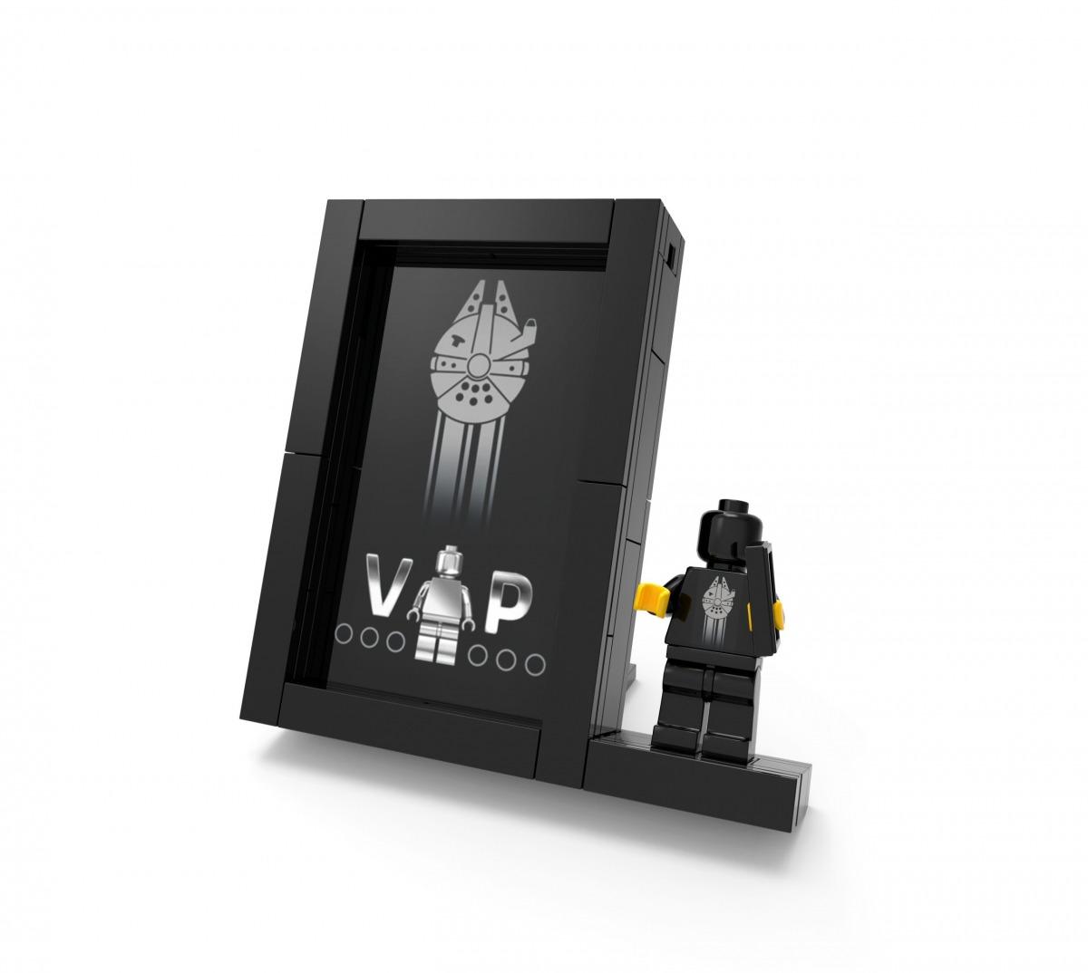 de aanbieding van de gratis exclusieve lego black card displaystandaard 5005747 scaled