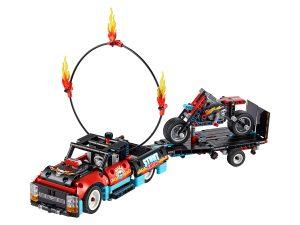 lego truck en motor voor stuntshow 42106